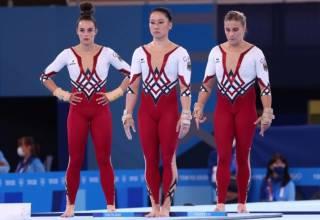 Немецкие гимнастки выступили в Токио в крайне необычных костюмах