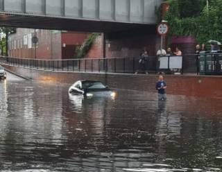 В Сети появились видео сильнейшего потопа на востоке Лондона