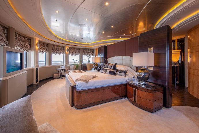 Яхта Valerie, которая якобы принадлежит Ринату Ахметову