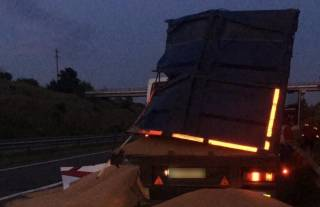 Смертельное ДТП в Одесской области: столкнулись автобус и зерновоз