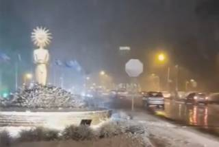 Появилось видео, как Бразилию начало заносить снегом
