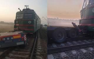 На Полтавщине грузовик с комбайном парализовал движение десятка поездов
