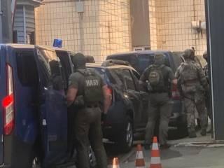 Спецназ НАБУ осадил здание СБУ, где скрывается экс-судья Чаус