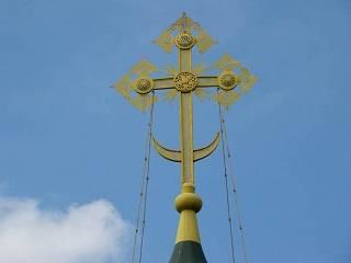 Священник УПЦ рассказал, что означает полумесяц на православном кресте