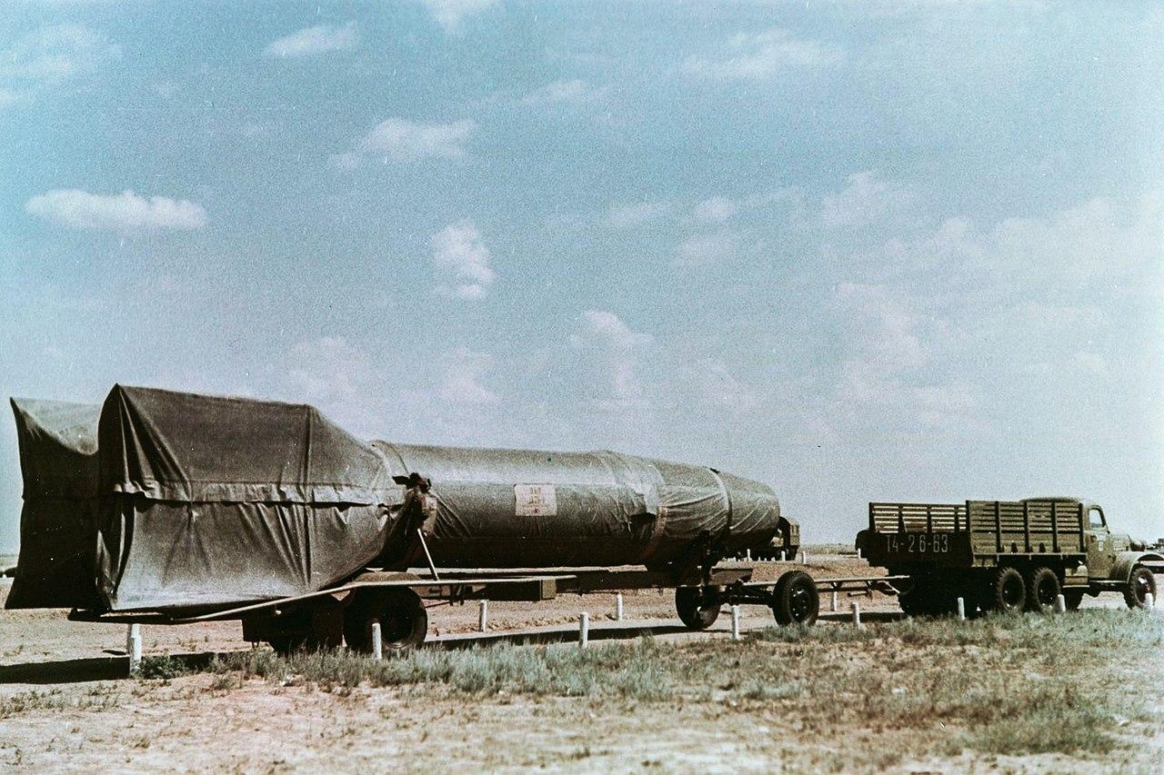 Автопоезд с ракетой Р-1