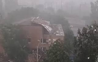 В Николаевской области сильный ветер сорвал крышу здания суда