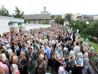 На Тернопольщине тысячи верующих УПЦ прошли крестным ходом по пути перенесения Почаевской иконы