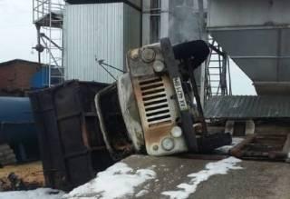 Смертельное ДТП в Харьковской области: перевернулся и сгорел грузовик с зерном