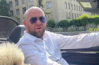 Как одиозный аферист Роман Гольдман вакцинировал украинскую элиту