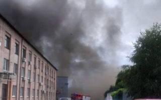 В Киеве вспыхнул крупный пожар. Горят склады