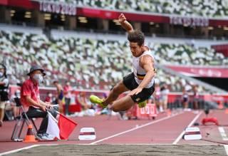 На Олимпиаде в Токио легкоатлет из Бельгии прыгнул в длину головой вперед