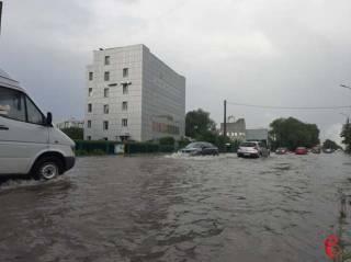 Ливень затопил Хмельницкий. Вода поднялась по пояс