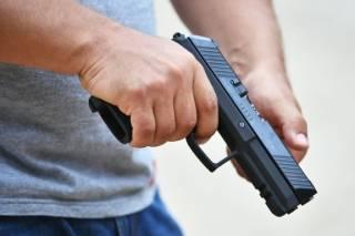 В Феодосии пьяный мужик с балкона открыл стрельбу по прохожим