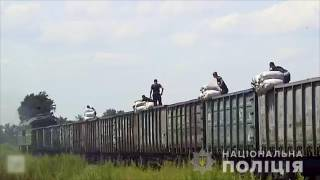 Полиция разоблачила банду, которая грабила товарные поезда прямо на ходу