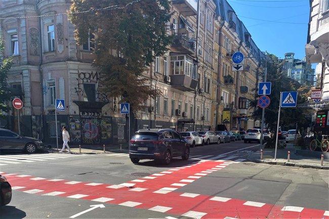 Первая левоповоротная велосипедная зона ожидания в Киеве