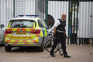 Житель английского городка убил мать и устроил кровавое побоище