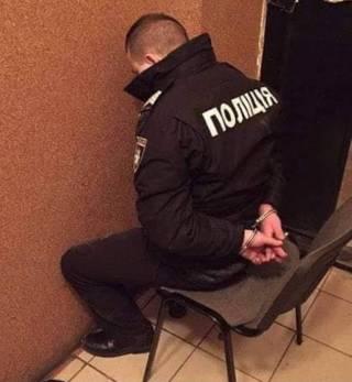 Суд отправил под домашний арест полицейских, незаконно задержавших полковника Золотоношу