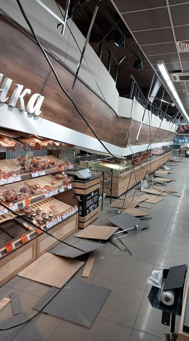 Обвалившийся потолок в магазине Varus в Кривом Роге