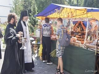 В Киево-Печерской лавре до 22 августа проходит православная ярмарка «Медовый спас»