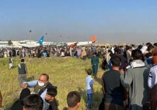 Массовая давка в аэропорту Кабула попала на видео