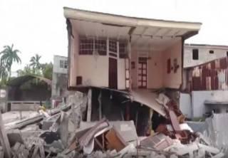 На Гаити стремительно растет число жертв мощного землетрясения