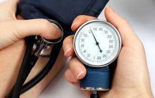 Шведский медик составил список простых способов снизить давление