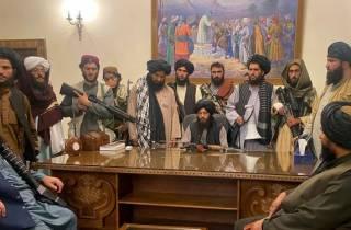 Власть талибов: у населения отбирают оружие, а по ТВ читают Коран