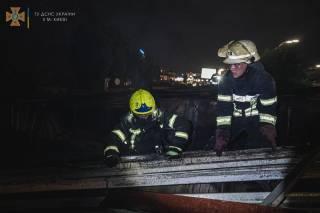 В Киеве горели киоски: появилось видео с места ЧП
