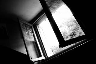 Хозяйку квартиры на первом этаже изнасиловали в собственной постели