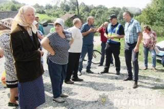 На Хмельнитчине жители села внезапно взбунтовались против вышки мобильной связи