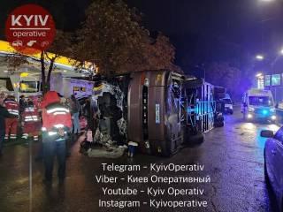В Киеве перевернулся автобус, который ехал из Кишинева в Москву