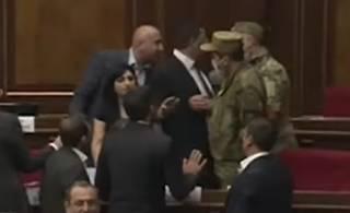 Опубликовано видео крупной драки в парламенте Армении