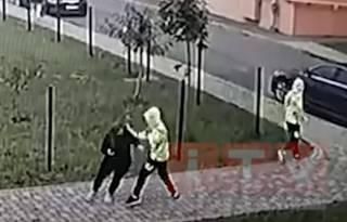 15-летние близнецы-отморозки ради интереса исполосовали ножом женщину в Ровно