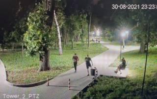 Молодые отморозки устроили погром в одном из парков Днепра