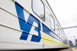 Почти десяток пассажирских поездов застряли в пути на несколько часов