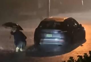 Появилось видео смертельного наводнения в Нью-Йорке