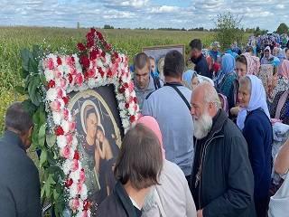 На Виннитчине более тысячи верующих УПЦ прошли крестном ходом с чудотворной Зиновинской иконой Богородицы
