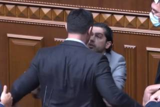«Слуга народа» Тищенко пытался унести с парламентской трибуны Гео Лероса