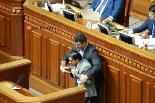 Тищенко и Лерос прокомментировали свою стычку у трибуны ВРУ