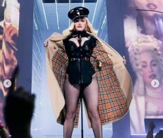 Мадонна вышла на вручение престижной премии в костюме порнозвезды