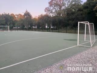 Футбольные ворота тяжело травмировали маленького мальчика в Харькове