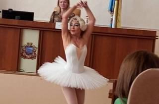 Черноморские чиновники устроили необычный перформанс по случаю дня рождения мэра
