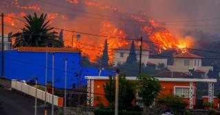 На Канарах массово эвакуируют людей из-за вулкана