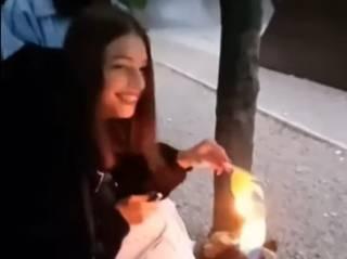 В Каменском школьница сожгла флаг Украины