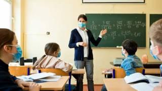 В МОЗ рассказали, сколько педагогов в Украине вакцинировались от коронавируса