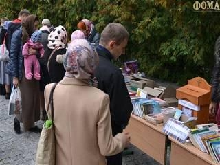 В Киево-Печерской лавре проходит благотворительная ярмарка для помощи захваченным храмам УПЦ