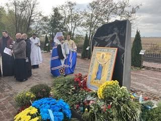 На Харьковщине митрополит УПЦ совершил панихиду о курсантах в годовщину авиакатастрофы