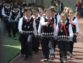 В интересах безопасности: китайским школьникам начали вшивать специальные микрочипы