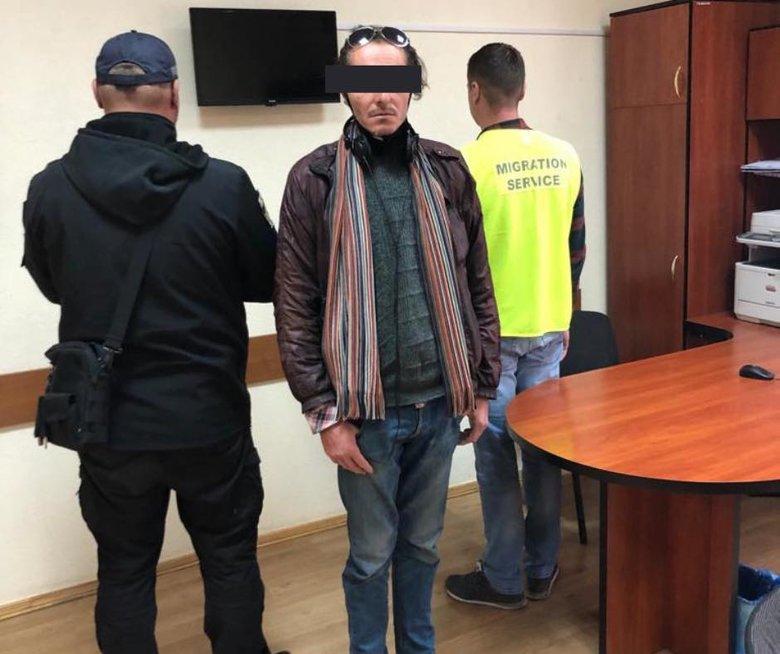 Нелегал из Испании две недели жил в одном из ТРЦ Львова