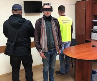 Во Львове поймали испанца, который две недели прожил в одном из ТРЦ